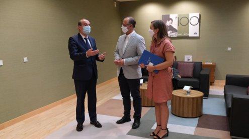 Imagen Tomás Quintana entrega la Memoria de Transparencia 2019 en las Cortes de Castilla y León