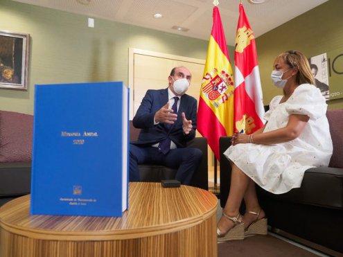 Imagen El Comisionado de Transparencia entrega en las Cortes la memoria 2020 con 329 reclamaciones formuladas y más de 250 resoluciones
